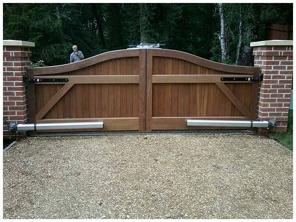 swing gate automation throughout Hampshire, Dorset and Wiltshire